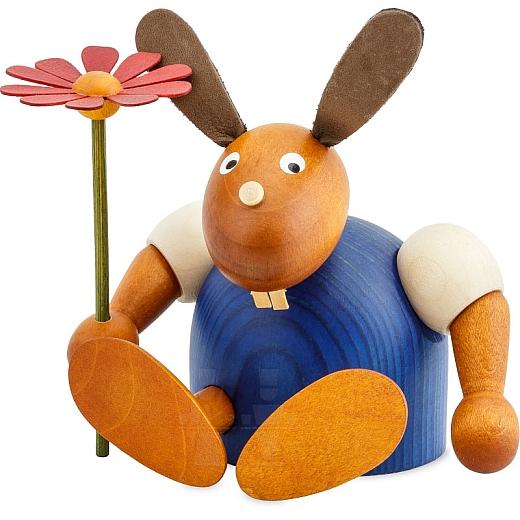 Hase blau mit Blume sitzend 11 cm