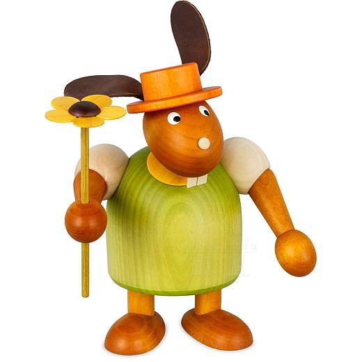Hase grün mit Hut und Blume 17 cm