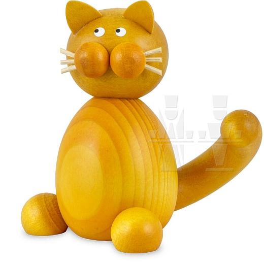Katze Emmi sitzend