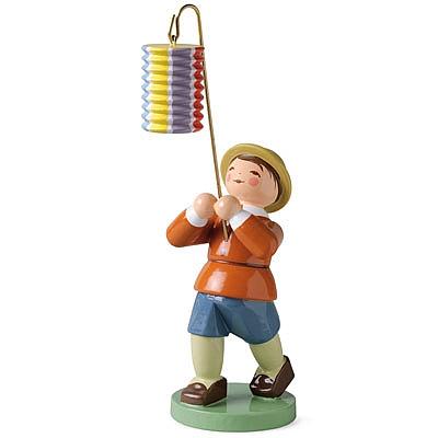 Junge mit kurzem Lampion, gestreift