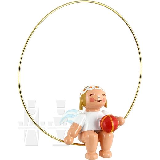 Christbaumengel im Ring mit Ball