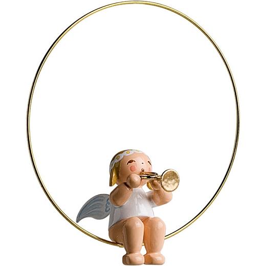 Christbaumengel im Ring mit Trompete