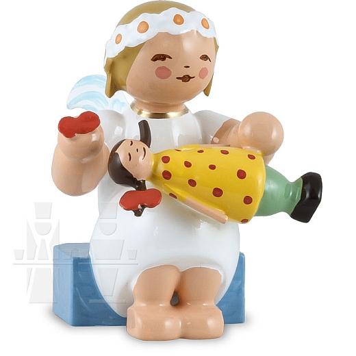 Margeritenengel sitzend mit Puppe