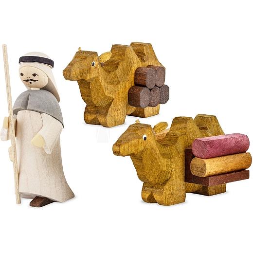 Treiber mit 2 liegenden Kamelen 7 cm gebeizt