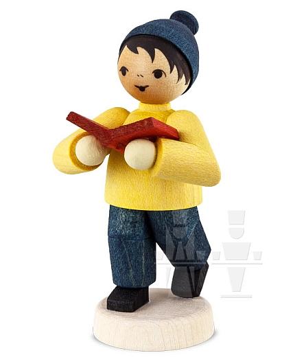 Kleiner Junge mit Buch • gebeizt