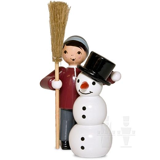Junge mit Schneemann und Besen lila