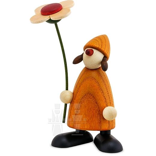 Gratulantin Susi gelb mit Blume stehend
