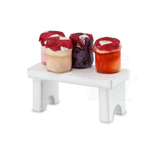 Bänkchen mit Marmelade