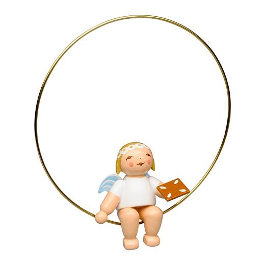 Christbaumengel im Ring mit Lebkuchen