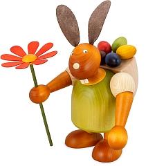 Maxi Hase grün mit Kiepe und Blume 24 cm
