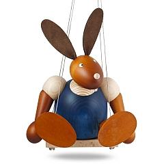 Maxi Hase blau auf Schaukel 24 cm