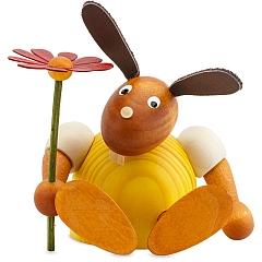 Hase gelb mit Blume sitzend 11 cm