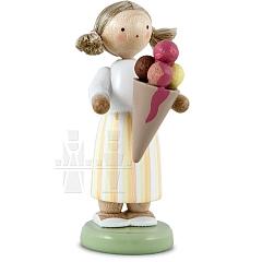 Großes Mädchen mit Eistüte