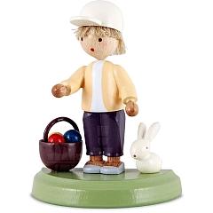 Junge mit Häschen und Eierkörbchen