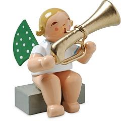 Engel mit Basstrompete, sitzend