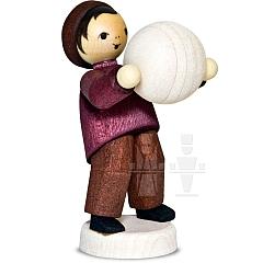 Junge mit Schneekugel tragend • gebeizt