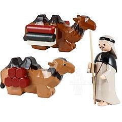 Treiber mit 2 liegenden Kamelen 7 cm lackiert