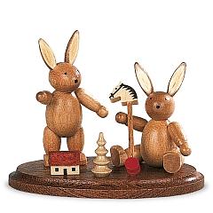 Zwei spielende Hasenkinder, klein natur