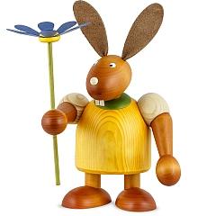 Maxi Hase gelb mit Blume 24 cm