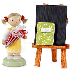 Mädchen mit Schultüte, Tafel und Fibel