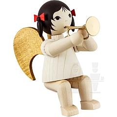 Schleifenengel mit Bachtrompete sitzend gebeizt