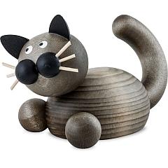 Katze Karli auf der Lauer