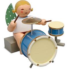 Engel mit zweiteiligem Schlagzeug sitzend