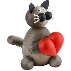 Katze Karli mit Herz groß