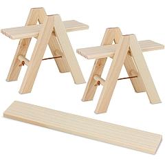 Zwei Setzleitern mit vier Einlegebrettern und Planke