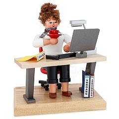 Räucherfrau am Computer