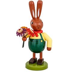 Hase mit Blumenstrauß und grüner Hose 16 cm