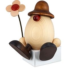 Eierkopf Vater Anton mit Blume auf kante sitzend braun 15 cm