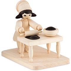 Plätzchenbäckerin mit Tisch natur von Ulmik